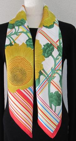 日本製シルク100%スカーフ職人技が光る逸品 横浜でプリントされたレディーススカーフ 元気が出る花ひまわり柄ホワイト/レッド