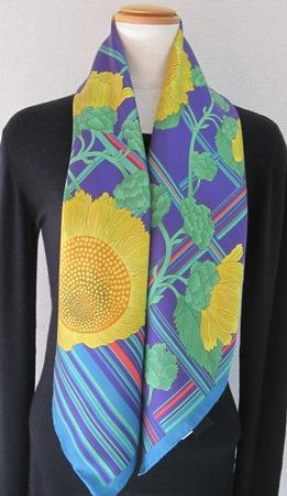 日本製シルク100%スカーフ職人技が光る逸品 横浜でプリントされたレディーススカーフ 元気が出る花ひまわりムラサキ/ターコイス