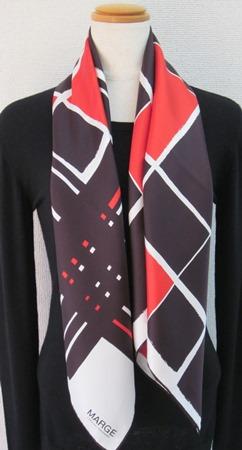 日本製シルク100%スカーフ職人技が光る逸品 横浜でプリントされたレディーススカーフ マージ幾何柄 レッド/ブラック