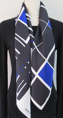 日本製シルク100%スカーフ職人技が光る逸品 横浜でプリントされたレディーススカーフ マージ幾何柄 ブルー/ブラック