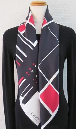 日本製シルク100%スカーフ職人技が光る逸品 横浜でプリントされたレディーススカーフ マージ幾何柄 レッド/ブラウン