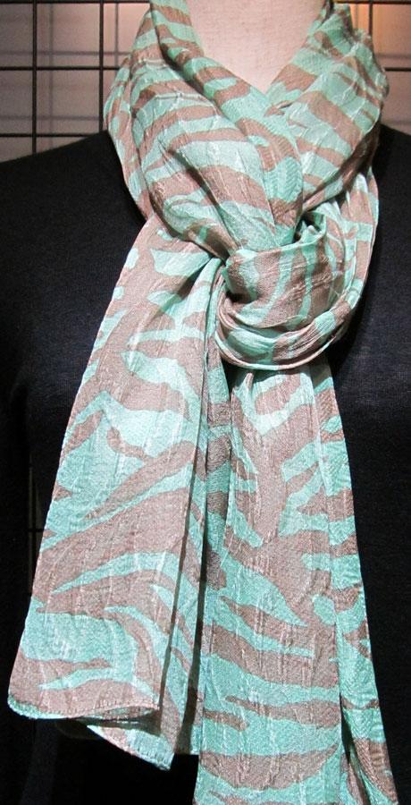 日本製シルク100%スカーフ職人技が光る逸品 横浜でプリントされたレディーススカーフ ゼブラ柄 ベージ