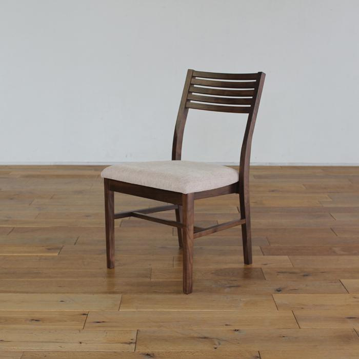 LIVWOOD商品名| トーラス ダイニングチェアカラー| ブラウン ウォールナットサイズ| 幅 450 奥行 540 高さ 800 mm生産国| 国産 日本製張り地| Aランク北欧 肘なし 食卓椅子本体価格/34,900円(税抜き)