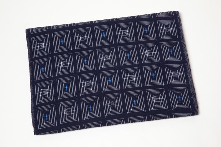 久留米絣の反物NO4215 白中絣 窓につばめと十字 約10.15m和柄 反物 久留米絣  紺系