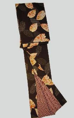 ブランド「京六角」洗えるきものNO6黒地に大きな花びらの中に花ばな柄早い者勝ち送料無料