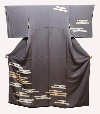★在庫処分中!正絹付け下げきもの(D)緞子紋意匠グレー地に霞模様霞の中に枝梅 楓 竹が描かれています送料無料中古