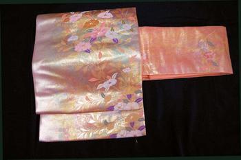 正絹九寸名古屋帯 NO8金彩錆朱地に椿の花一杯箔遣い模様六通柄仕立て上がり帯送料無料