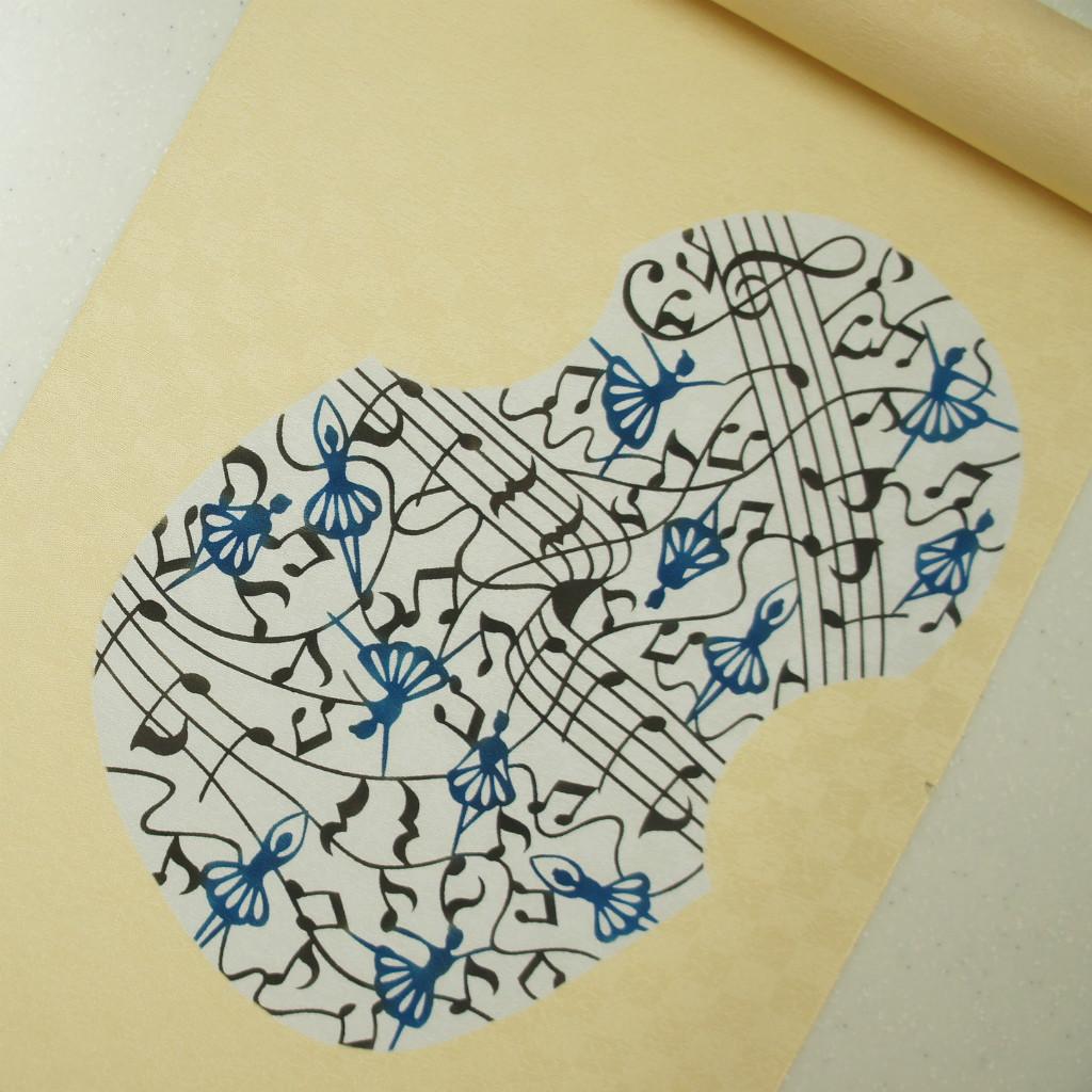 正絹紋意匠伊勢型染帯 バレリーナ 染帯 クリーム色 バイオリン