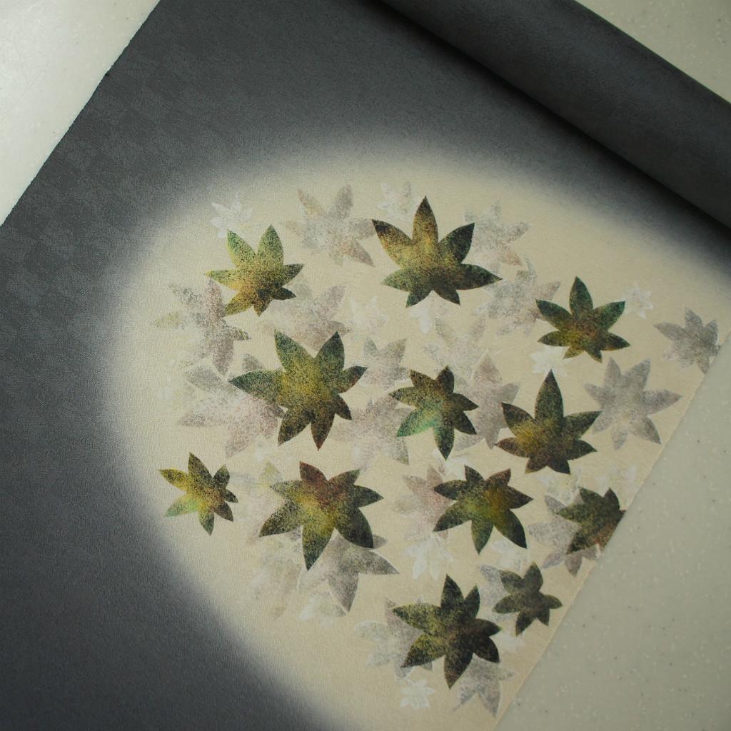 正絹紋意匠タタキ染帯 染帯 ダークグレー地 もみじ柄