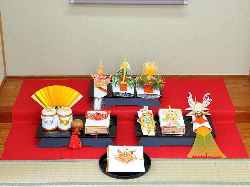 結納 -九州式結納品-琥珀(こはく)黒塗台セット【九州仕様スタイル1(酒肴料)】(毛せん付)