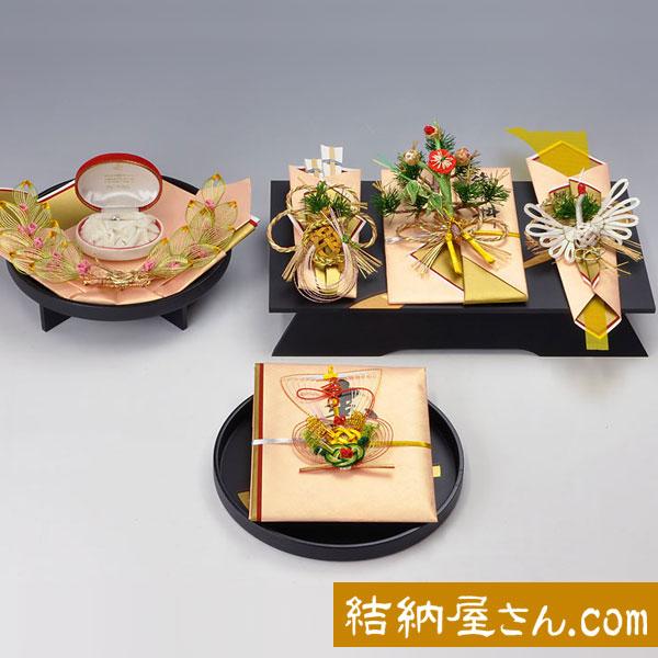 結納-略式結納品- 孔雀黒塗台セット(毛せん付)【アレンジ 指輪飾り台・目録付】