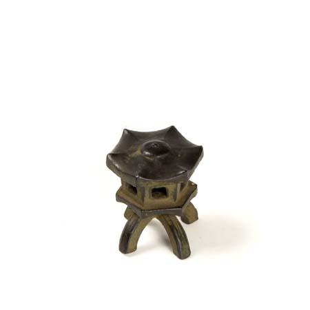添景:銅製漆塗り 六角灯篭
