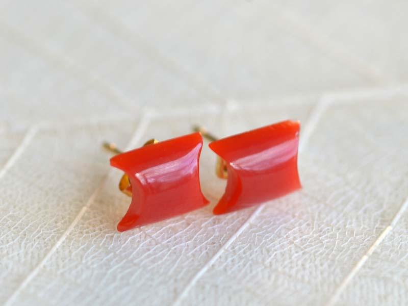 K18血赤珊瑚カットピアス