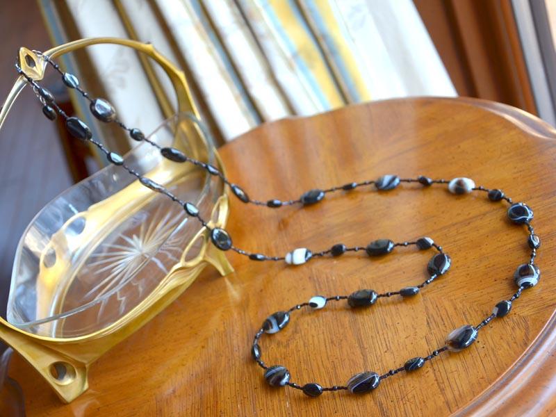 縞メノウ・ブラックオニキス・ガラスビーズロングネックレス
