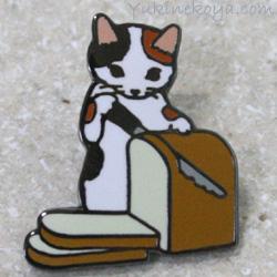 トートバッグやポーチに付けて私だけのオリジナルに 猫ピンズ 食パン 三毛猫 ポタリングキャット ピンバッチ ステーショナリー 猫雑貨 倉 ネコグッズ キャット ねこ 上品 文房具