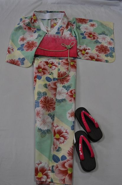 Ykk19*【送料無料】(Mai Shiraishi Nogizaka46)かわいい浴衣4点セット/若竹系と淡いクリーム系に大輪の椿&菊紋*す*て*き ~お届けしたその日に、ささ~っとすぐお出かけできますね~【あす楽対応_関西】【smtb-k】【kb】