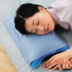 寝苦しい夜も水の上の寝心地「冷え枕」[代引き手数料無料][送料無料]