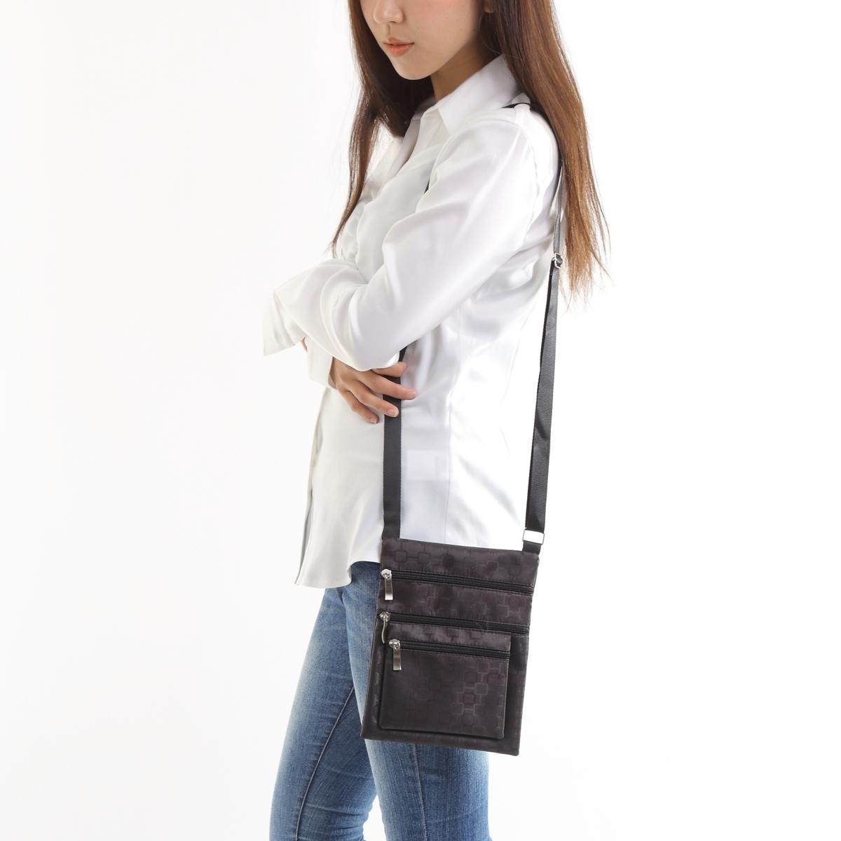 ポケットが多いので 仕分ができます マチなく薄く軽い 業務用にも 使いやすいショルダーバッグです 2サイズあります 小さい方です A5サイズくらいですね ショルダーバッグ 黒 店内限界値引き中 セルフラッピング無料 激安 男女兼用 レディース セール 販売期間 限定のお得なタイムセール メンズ 軽い 肩掛け 格安 超軽い
