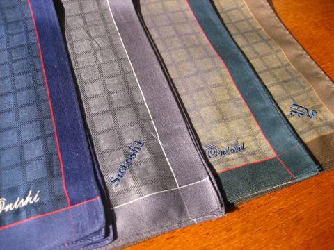 ベーシックチェックのハンカチーフイニシャル ハンカチ 名入れ ギフト 刺繍 包装 のし 日本製 父の日 オンラインショッピング 爆安 餞別 卒業記念品 内祝 御礼 メンズ