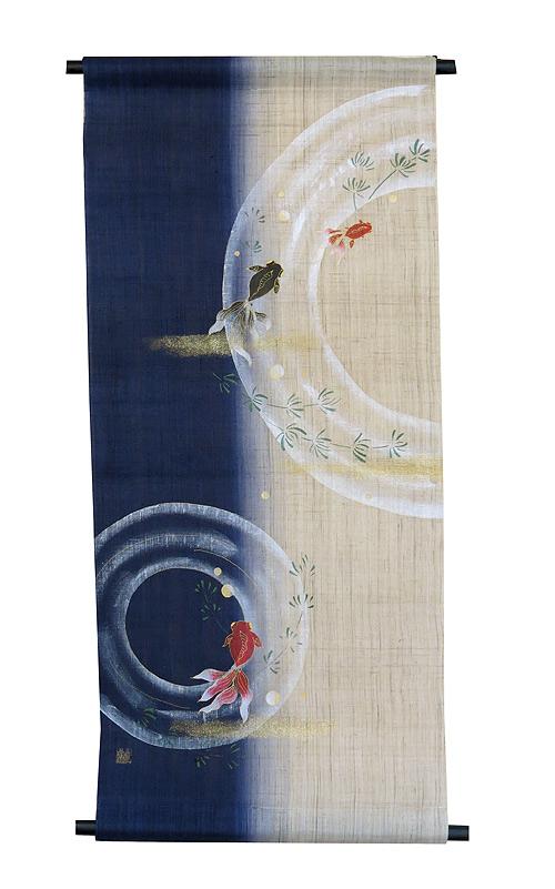 麻 タペストリー・戯れ金魚100縦染紺藍/定四季のタペストリー(夏 タペストリー)