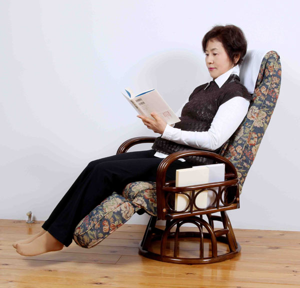 イス・チェア 座椅子 籐肘付回転リクライニングチェア オットマン付豪華な花柄!SW045K 籐肘付回転リクライニングチェア 座椅子 座いす 座イス パーソナルチェア 回転式