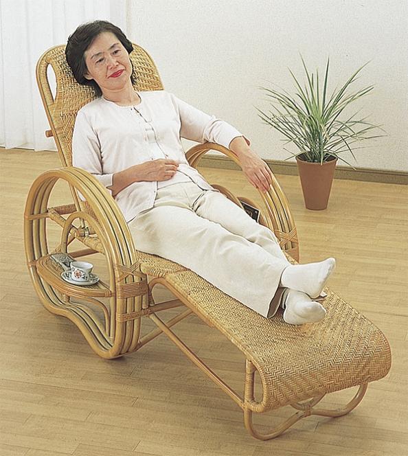 イス・チェア 座椅子 籐 三ツ折寝椅子 A200足を伸ばしてくつろげる楽チン座椅子♪籐総アジロ編み三ッ折りたたみ3段階リクライニングチェアサイドテーブル&マガジンラック付籐家具籐製椅子イスいす一人掛け