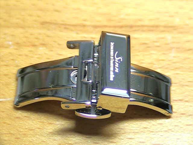 SINN ジン 腕時計 Sinn 純正バンド ベルト (18mm) バタフライ・バックル SSポリッシュ 全国送料180円のメール便がご利用いただけます。