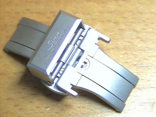 【SINN】 ジン 腕時計  Sinn 純正バンド ベルト (18mm) バタフライ バックル SSマット  全国送料180円のメール便がご利用いただけます。