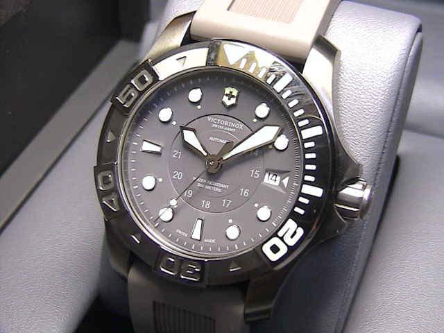 ビクトリノックス ダイブマスター500 メカニカル 腕時計 241561 自動巻き メンズサイズ 43mm VICTORINOX