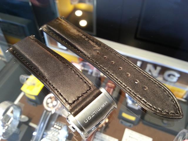 HAMILTON☆ハミルトン☆スピリットオブリバティー専用 交換用 腕時計バンド ベルト 牛革 22mm ブラック(黒色) バックルつき H600324114高級な革製品で重用されるパティーヌ加工を施したエレガントなストラップ