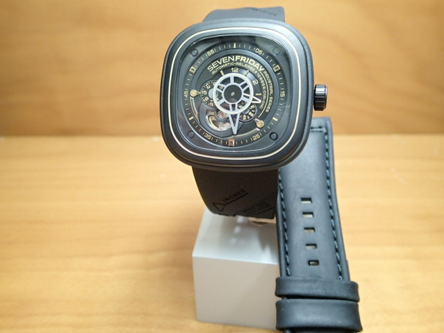 SEVENFRIDAY セブンフライデー 腕時計 インダストリアルレボリューションゴールド 正規輸入商品 Ref.P2-2【ラバーバンドつき】セブンフライデーはメーカー保証2年付の正規代理店商品になります。