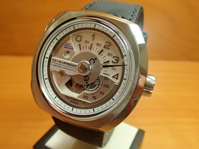 SEVENFRIDAY セブンフライデー 腕時計 正規輸入商品 Ref.V1-01セブンフライデーはメーカー保証2年付の正規代理店商品になります。