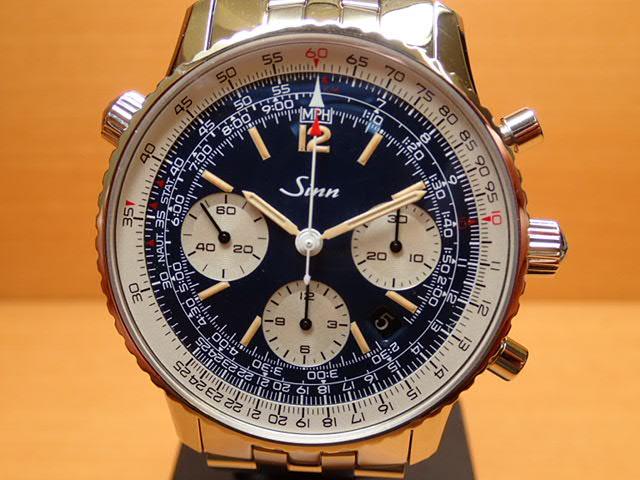 ジン 腕時計 SINN 903.ST.AUTO.BE.L Mインナーベゼルに刻まれているスケールで速度、距離、燃料消費、上昇および下降速度をはじめマイルやキロへの換算ができる回転計算尺を搭載しています。