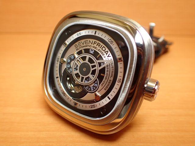 SEVENFRIDAY セブンフライデー 腕時計 インダストリアルエッセンス 正規輸入商品 Ref.P1B-1セブンフライデーはメーカー保証2年付の正規代理店商品になります。