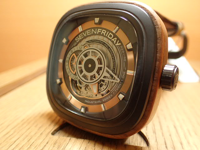 SEVENFRIDAY セブンフライデー 腕時計 インダストリアルレボリューション WOODY 正規輸入商品 Ref.P2B-03セブンフライデーはメーカー保証2年付の正規代理店商品になります。