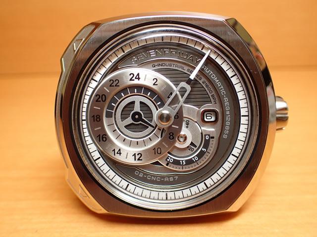 SEVENFRIDAY セブンフライデー 腕時計 正規輸入商品 Ref.Q1/01 Essenceセブンフライデーはメーカー保証2年付の正規代理店商品になります。