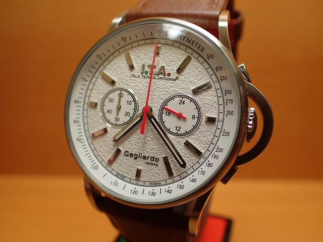 アイティーエー ヴェローチェ 腕時計 I.T.A veloce 正規商品 Ref.24.00.04レトロな印象をもたらし、ストーン加工を施したダイヤルが高級感を高めているクロノグラフモデル