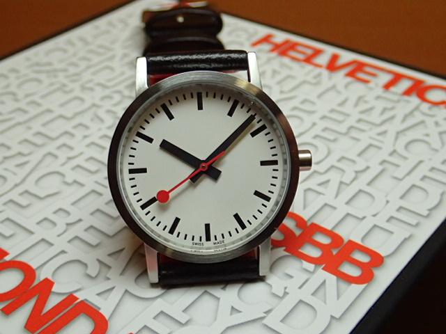 モンディーン 腕時計 クラシック ピュア 30mm レディース ホワイトダイアル ブラックレザー A658.30323.16.OM優美堂のモンディーンはメーカー保証つきの正規商品です。