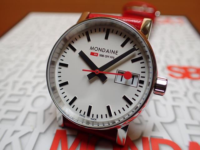 モンディーン 腕時計 エヴォ2 ビックデイト 30mm レッド MSE.30210.LC優美堂のモンディーンはメーカー保証つきの正規商品です。