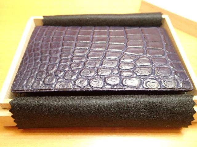GREDEER クロコダイル 名刺入れ GCKW004D-Z ネイビーADVANTIQE FINISH こだわりの「日本製」。原皮のなめし、作り、塗装まで日本の職人による手仕事でできています