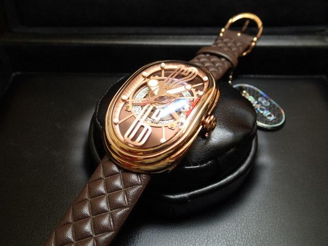 グリモルディ腕時計 G.T.O. 交換用バンドつき 腕時計 メンズ GRIMOLDI Gran Tipo Ovale RGSHBR612PK1962年~1964年にわずかに製造されたフェラーリ250GTOにオマージュした腕時計