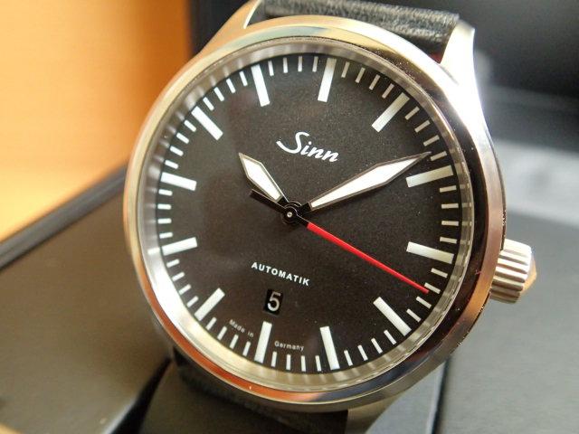 ジン Sinn 836 カウレザー仕様 腕時計 分割払いもOKです80,000A/mまで耐磁性能を備えた計器ウォッチ