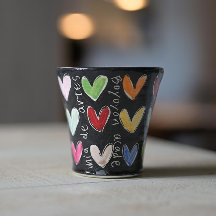 素敵なハートカップが食卓をオシャレにする 受賞店 陶芸家:萬理さんのコップ 色絵Heartコップ 作家 吉岡萬理 BY-310 限定品