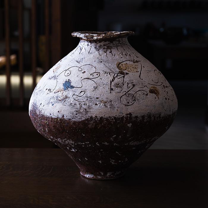 白泥線刻壺(MY-070) 作家「山本雅彦」