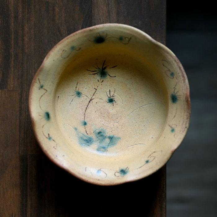 【共箱付】柚子手黄瀬戸草文輪花鉢(YS-1635)  作家「瀬津義雄」