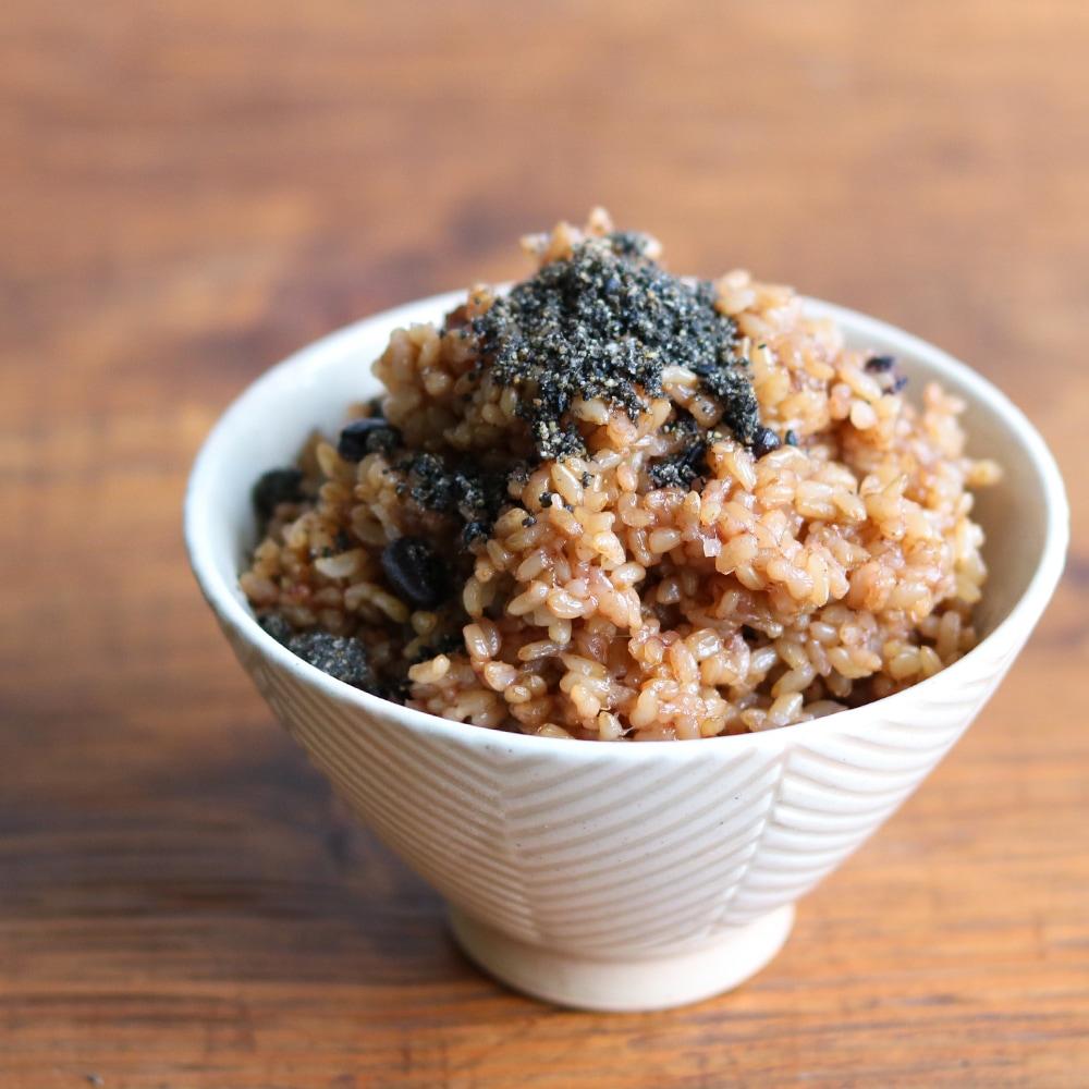 すりごまの風味がたまらない 寝かせ玄米に合うオリジナルごま塩 寝かせ玄米によく合う黒ごま塩 ごま塩 黒ごま ふりかけ ごはん 無添加 ご飯 おにぎり ご飯のおとも ご飯のお供 ごま すりごま ごましお 塩 天然塩 ごはんのおとも ごはんのお供 黒ゴマ くろごま ごまふりかけ 新作 人気 実物 すりゴマ 結わえる フリカケ ご飯の友 黒胡麻 黒ごま塩 胡麻