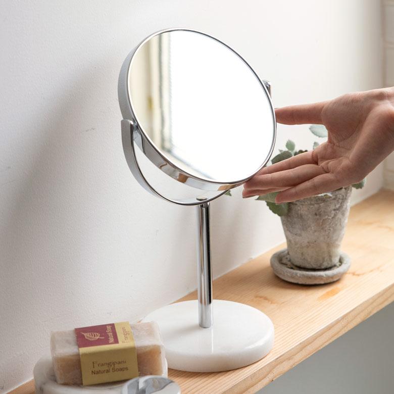 卓上ミラー スタンド 丸型 両面鏡  等倍 + 3倍 拡大鏡 径約16.5cm 天然大理石 マーブル柄 ホワイト クレア [66735]【 スタンドミラー 鏡 卓上鏡 テーブルミラー 2面鏡 拡大鏡 メイク 化粧鏡 ラウンドミラー スタンド型 シルバー 西海岸 ホテルライク リゾート 】