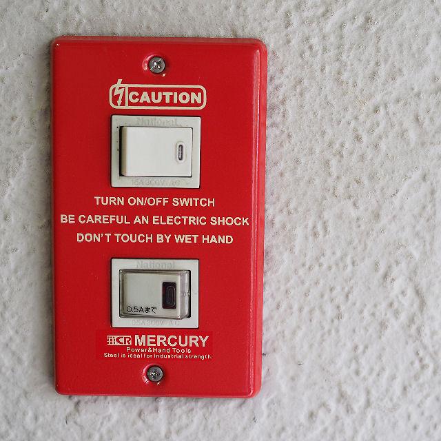 人気 お部屋のスイッチも格好良く マーキュリー スイッチプレート2ヶ口 コンパクト対応8枚まで ネコポス対応4枚まで スイッチカバー ブリキ MERCURY カバー 2つ穴 模様替え ☆最安値に挑戦