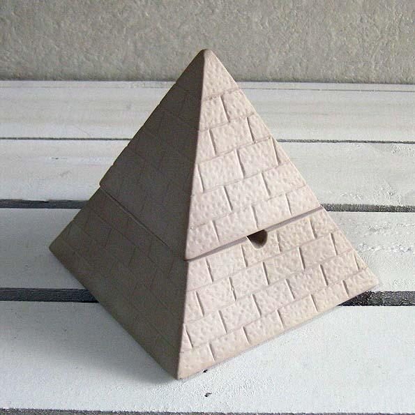 おもしろ雑貨の喫煙具 与え 2020A/W新作送料無料 フタ付き灰皿 ピラミッド灰皿