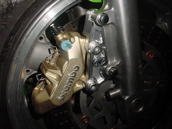 ZRX1200R/S Brembo 65mmピッチ 4POT 4PAD キャリパーセット BEET(ビート)
